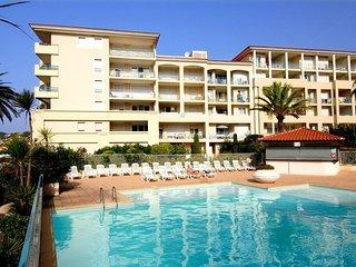 Appartement familial 150m de la mer - superbe piscine dans la residence