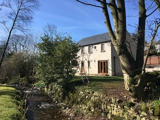 STONEY BECK, detached, enclosed garden, nr Appleby-in-Westmorland, Ref 938781
