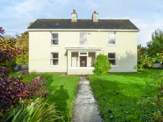 TEARMONN, open fires, off road parking, enclosed garden, nr Drumshanbo, Ref 9471
