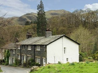 LITTLEBECK, woodburning stove, pet-friendly, riverside location, Rosthwaite, Ref