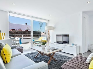 Be Apartment - Beautiful penthouse duplex with a terrace with partial sea views.