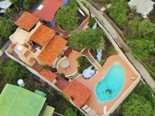 GALAPAGOS SHANGRI-LA  PRIVATE POOL BEACH MINUTES AWAY 2 HOUSES rent one or both