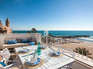 A bright apartment of 70 m2 with a double bedroom and a single bedroom, a fully, Sitges