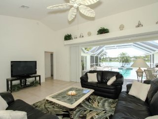 3 Bedroom 2 Bath Briarwood Pool Home with Amazing Lake Views. 1390VL, Nápoles