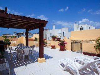 COCCINELLA B302 - Private rooftop 1 Block to Beach