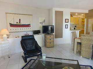 2 bedroom Apartment in Biarritz, Nouvelle-Aquitaine, France : ref 5050052