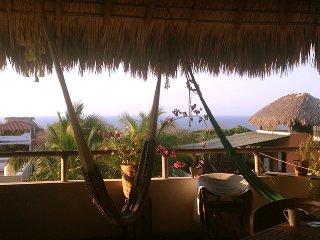 Palapa 42, stunning ocean view apartment, fully equipped, 3 min. from the ocean!