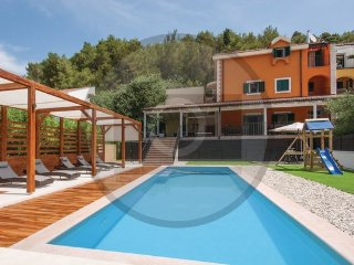 4 bedroom Villa in Sibenik-Skradin, Sibenik, Croatia : ref 2376150