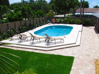 FT LAUDERDALE COVE!  YOUR OWN SUNNY 5-STAR RESORT!