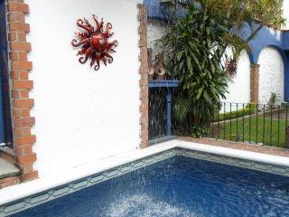 A 5 mins. de Cuernavaca, con jardín, alberca, jacuzzi