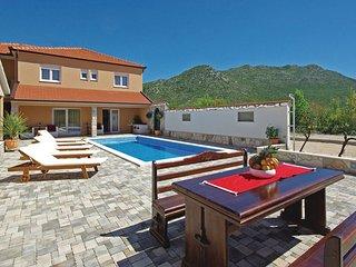 4 bedroom Villa in Makarska-Zavojane, Makarska, Croatia : ref 2376414, Drvenik