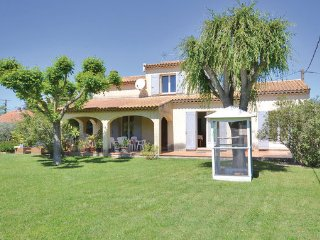 4 bedroom Villa in Sarrians, Vaucluse, France : ref 2377383