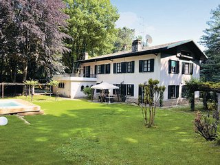 6 bedroom Villa in Sirtori - Lago di Como, Lake Como, Italy : ref 2377738