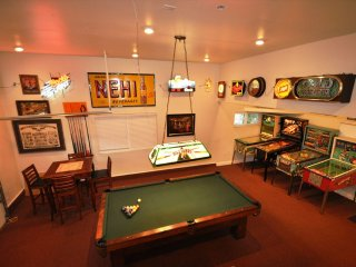 'Creme de la Creme #1' Awesome GameRoom SmlPetOK WIFI Central A/C Near Yosemite