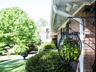 Southern Vintage Charm 10 miles from Atlanta's Downtown