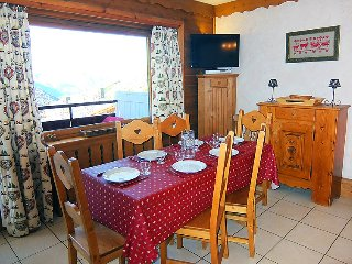 2 bedroom Apartment in Les Menuires, Auvergne-Rhone-Alpes, France : ref 5079453