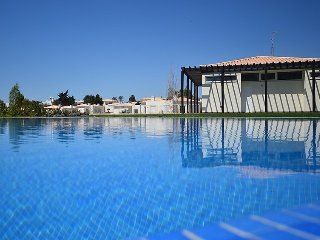 2 bedroom Villa in Carvoeiro, Algarve, Portugal : ref 2379522