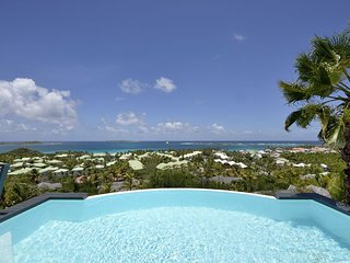 DOLCE VITA... 3 BR with breathtaking views over Orient Bay ... Sweet Villa!!