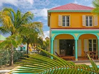 MARLENE... adorable 2 bedroom townhome/condo in the heart of Orient Beach