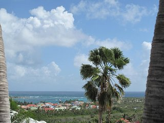 BONITA...  lovely, affordable 3BR villa overlooking Orient Bay