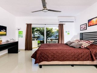 May offer!!! Modern & nice suite 106 with pool and jacuzzi