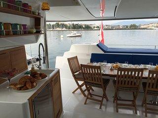 Floatinn, l'unique et insolite  catamaran hotel sur le Lac Leman