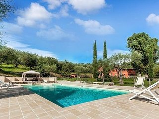 Villa Santana holiday vacation large tuscan villa rental, italy, tuscany, pool