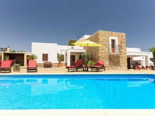 CAN MARGE: Careful house of Ibizan and colonial style located in the valley of Morna.