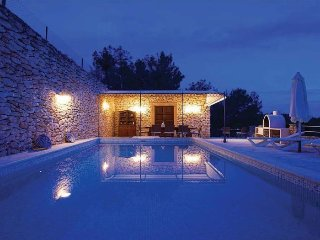SA REDONA: Rustic style Ibizan house located just minutes from San Carlos.