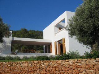 CAN BARQUIN: Beautiful house perfectly integrated in the rural environment of Ibiza.