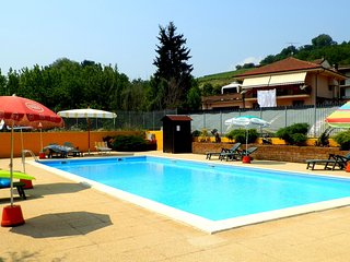 Apartment with pool access, Cisterna d'Asti