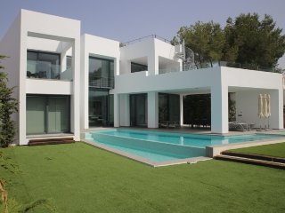 Nice villa of minimalist style of new construction., Cala Llenya