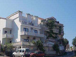 SemiTimeS - R Apartment für 4+1 Personen mit Meerblick nur 300 m vom Strand, Sveti Stefan