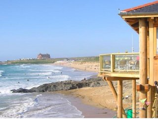 PENTIRE MEWS NEWQUAY FISTRAL BEACH 5 MINS - 2 Bed GF  sleeps4 , private parking