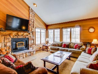 Comfortable family-friendly condo with shared swimming pool, hot tub, and sauna!