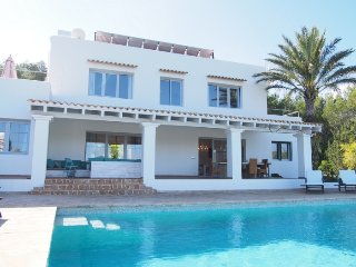 CAN BERNAT: Beautiful house of Ibiza style located in a quiet area near San Carlos town.