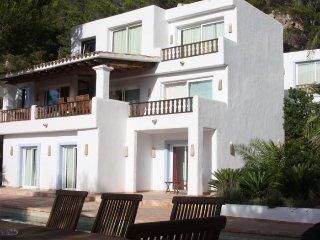 CAN PENYA ROJA: Increíble colonial style villa