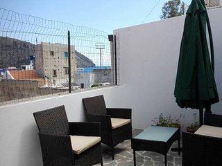 Casa Verde. Appartamento centrale,tipico stile eoliano,con terrazza panoramica, Lipari