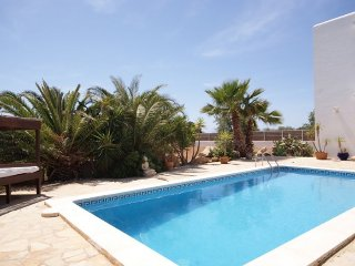 CAN MASAUETA: Nice house with pool in Sant Jordi just minutes from the center of Ibiza.