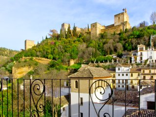 Carnero. Apartment with balcony views of the Alhambra