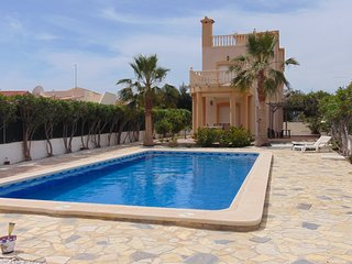 Outstanding 4 bedroom villa with extra large pool - close to beach