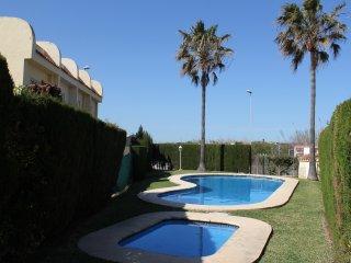 Hermoso Chalet con piscina en Oliva Nova. WADIBIT.4003