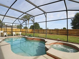 Fabulous Private Yard With Pool & Hot Tub Only 7 Miles to Disney