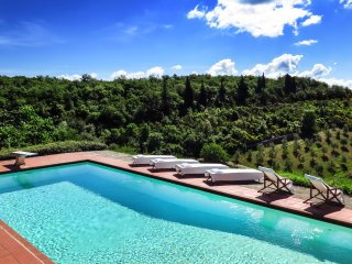 FABULOUS 6BD - 5BA VILLA WITH STUNNING POOL & VIEWS IN TOP CHIANTI LOCATION!