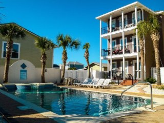 Beautiful 4 Bedroom Beach Home - Pool & Hot Tub!  West End!, Panama City Beach