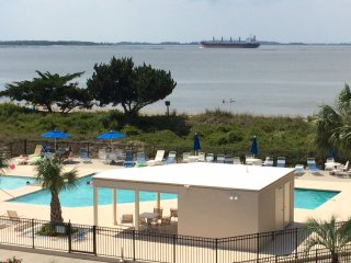 Come and Play at Tybee! Beautiful 3rd Floor View, Tybee Island