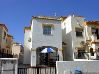 (496) Casa Ronjean 3 bed house air-con WiFi near pool close to amenities