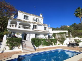 Lovely spacious villa with large 4x8m private pool
