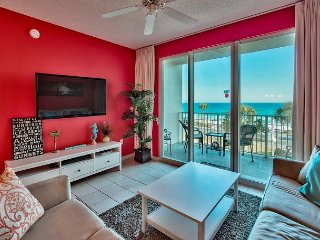 Colorful Majestic Sun Condo with Gulf Views! Two Bikes Included! Sleeps 8!