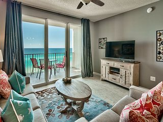 Private Balcony with Full Views of the Gulf of Mexico! Call Now to Reserve!